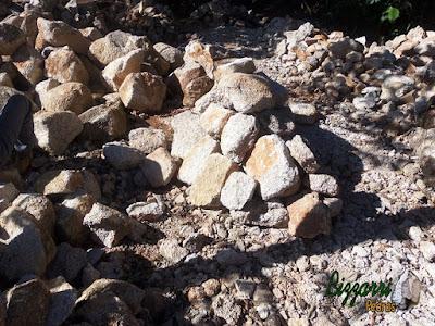 Monte de pedra moledo, para revestimento de pedra na parede, já cortada e aperfeiçoada.