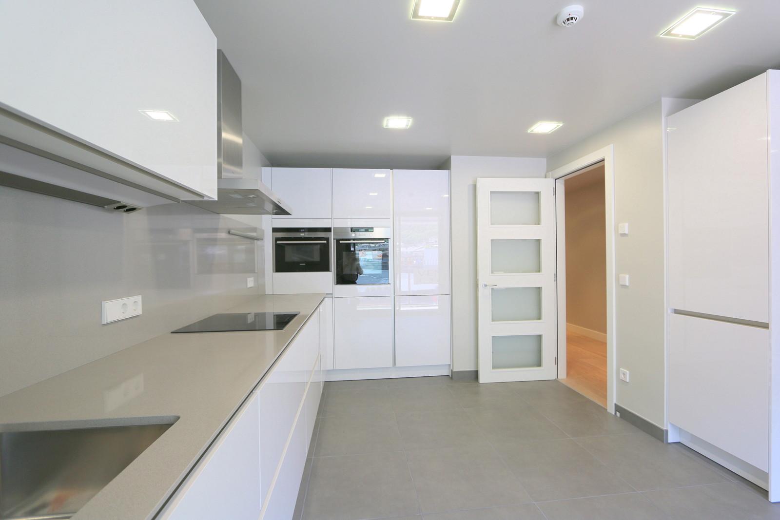 1.065.000 € Exclusief drie slaapkamer appartement te koop in Andorra ...