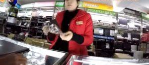 Κρυφή κάμερα «τρύπωσε» σε κατάστημα ηλεκτρονικών ειδών στη Β.Κορέα – Πώς το φαντάζεστε; – Βίντεο