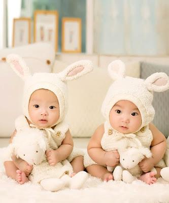 Memilih kado untuk bayi kembar