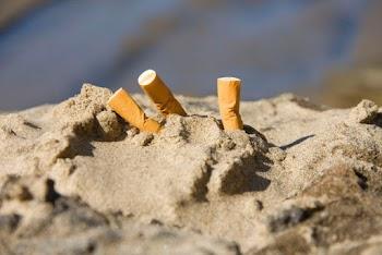Περιβαλλοντική απειλή τα αποτσίγαρα στις παραλίες