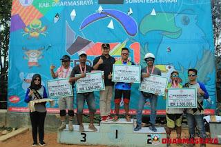 Bupati Dharmasraya Resmi Tutup Lomba Internasional Paralayang Troi Seri I 2018