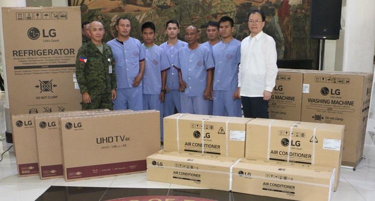 LG Donates to Victoriano Luna Medical Center