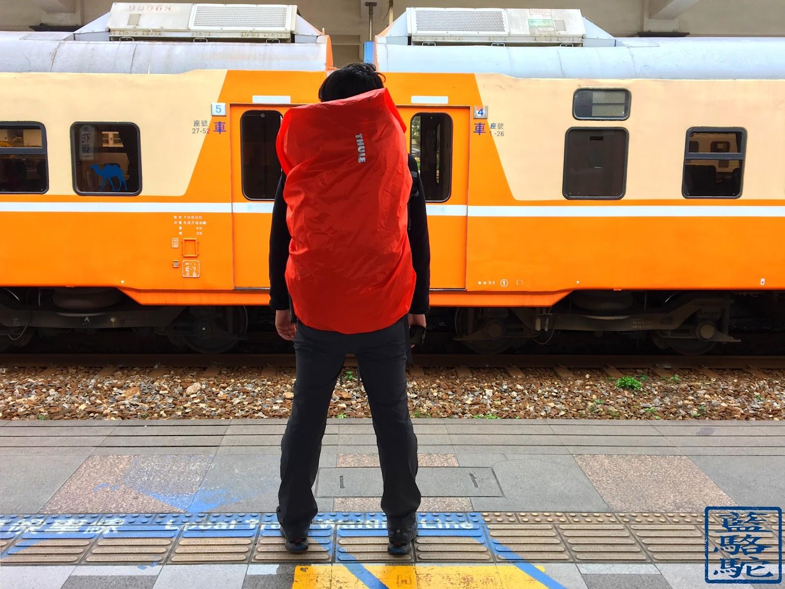 Le Chameau Bleu - Thule en gare de Taiwan