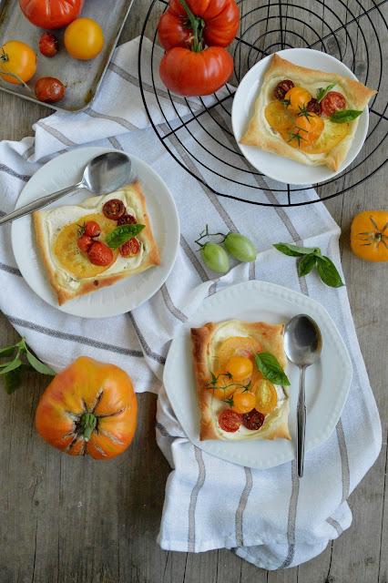 about verena tomaten tartelettes mit basilikumcreme tomato tarts with basil cream. Black Bedroom Furniture Sets. Home Design Ideas