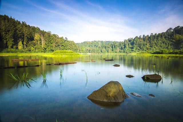 Situ Gunung, Destinasi Wisata Alam Penuh Kenindahan Nan Menenagkan Di Sukabumi