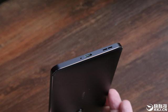Nokia 6 bottom