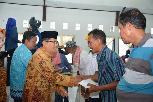 Wali Kota Palopo Roadshow Bagikan Insentif, Ini Nominal yang Diterima