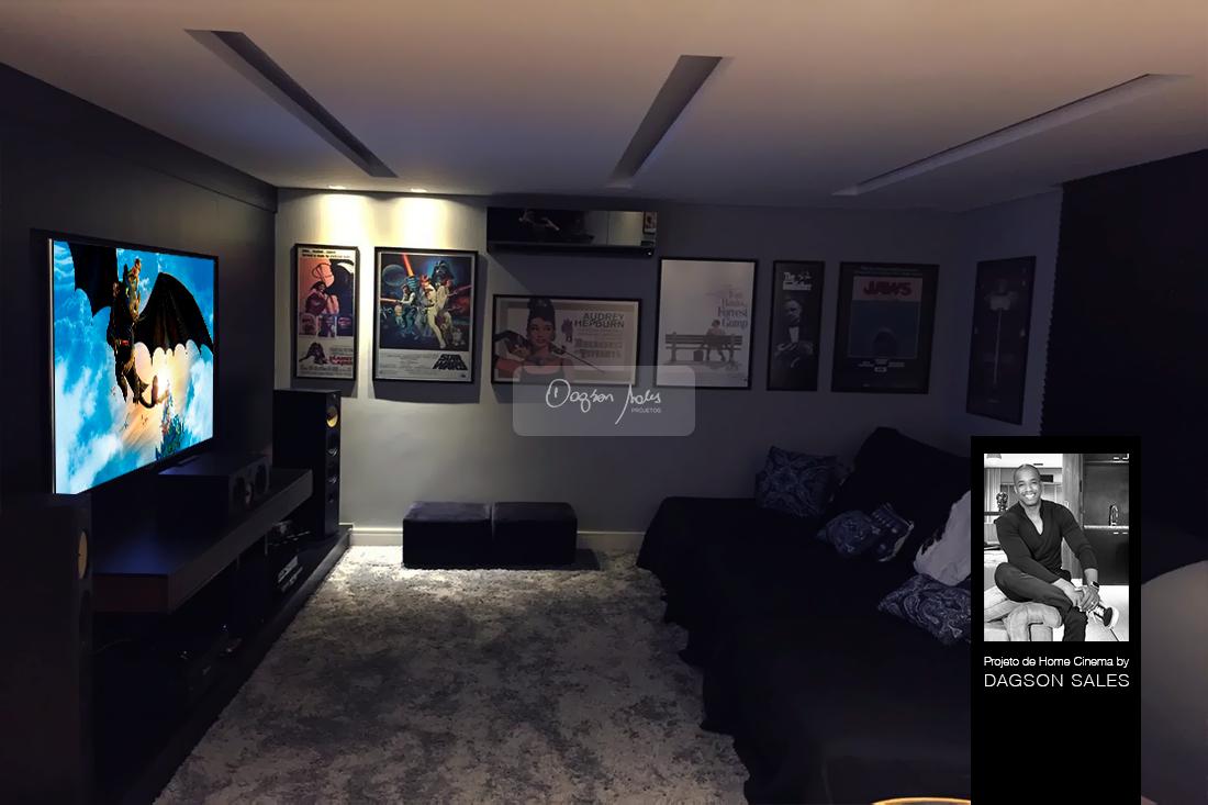 Com caixas B&W 600 S2 e receiver NAD, a sala de home theater assinada por Dagson Sales conta com o que há de melhor em equipamentos para home theater.