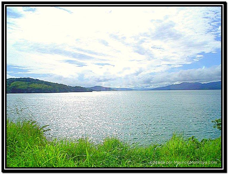 Panorámica Del Lago Arenal