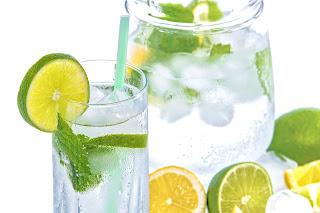 Manfaat Minum Air Lemon Hangat Setiap Pagi
