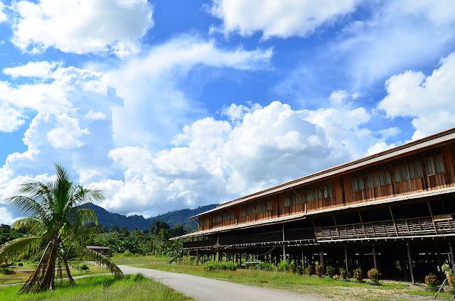 Asal Usul Rumah Adat Kalimantan Barat yang Unik