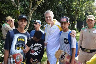 Pedro Bial participou do revezamento da tocha olimpica em Teresópolis