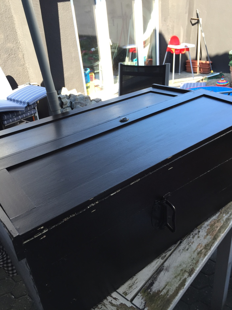margareteshandmadebox schrank in shabby schwarz gestrichen. Black Bedroom Furniture Sets. Home Design Ideas