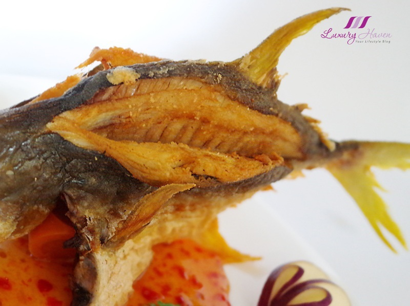 asian food channel thai style crispy golden pomfret recipe