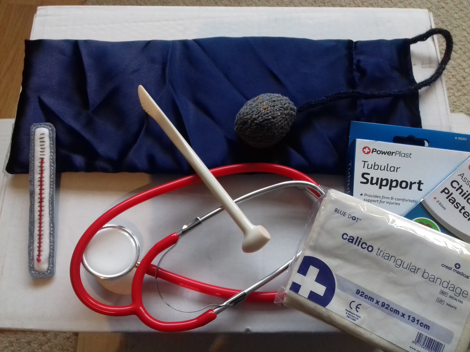 Child\'s medical kit and anatomy doll | Science "|1600|1200|?|en|2|301ef518548f4943c4f96bcdd41935dd|False|UNLIKELY|0.28380224108695984