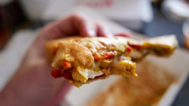 Food Vibe au cea mai bună quesadilla de pui din oraș