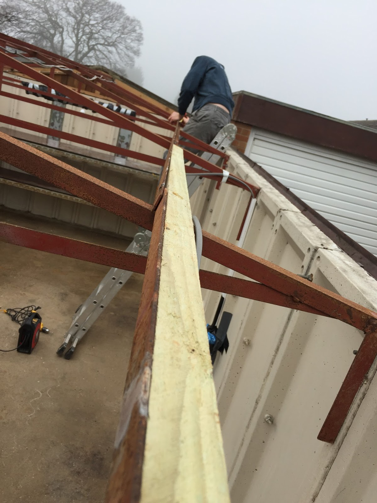 Yellow house tales fibre cement garage roof replacement part 2 to attach the roof sheets we rigged up some string to run over the top of battens so that we would be able to tell from the top where to screw into solutioingenieria Image collections
