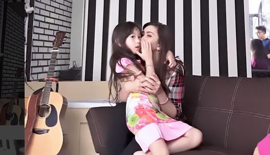 Putrinya Disebut 'LOLI', Nafa Urbach Ancam Para 'Predator Anak'