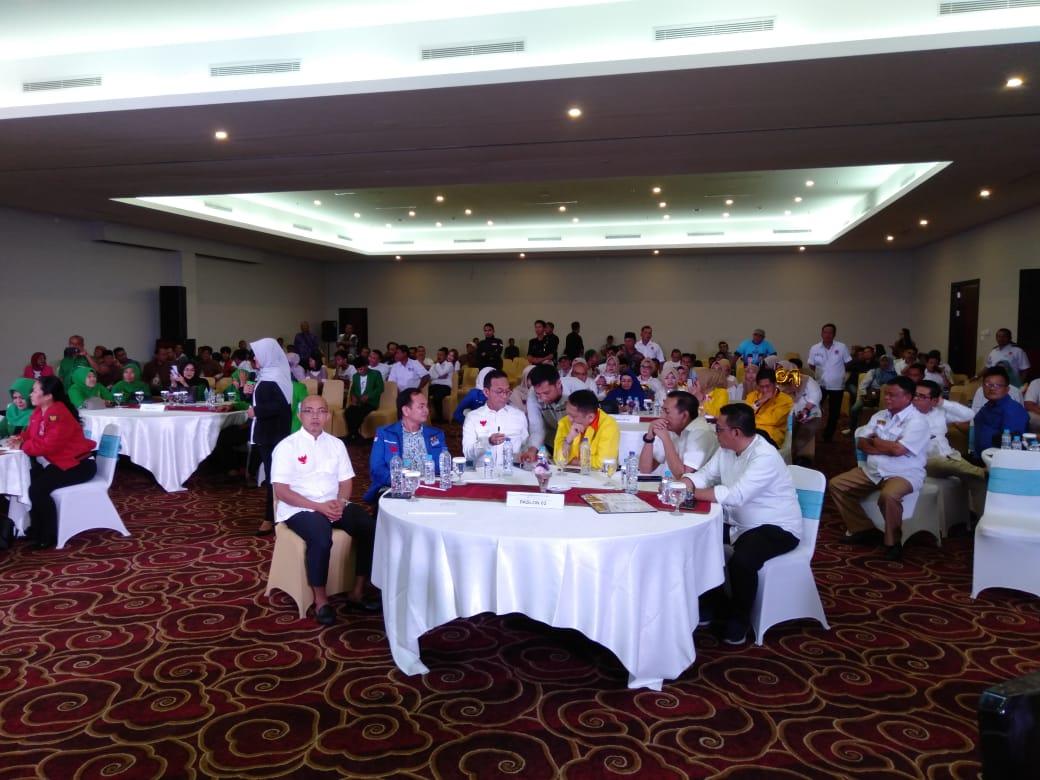 Tim Pemenangan Jokowi-Ma'ruf dan Prabowo-Sandi Kompak Nonton Bareng di Prime Plaza Hotel Kualanamu