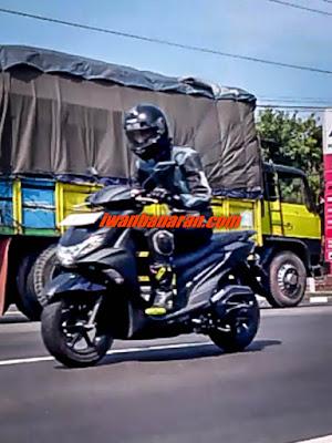Walah.. Tertangkap kamera Metik ban gambot sedang dites di Cirebon. Apakah ini Yamaha Soul GT terbaru?