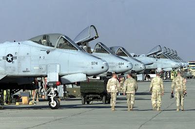 Soldados estadounidenses en la base aérea de Kandahar (mayo de 2003)Reuters