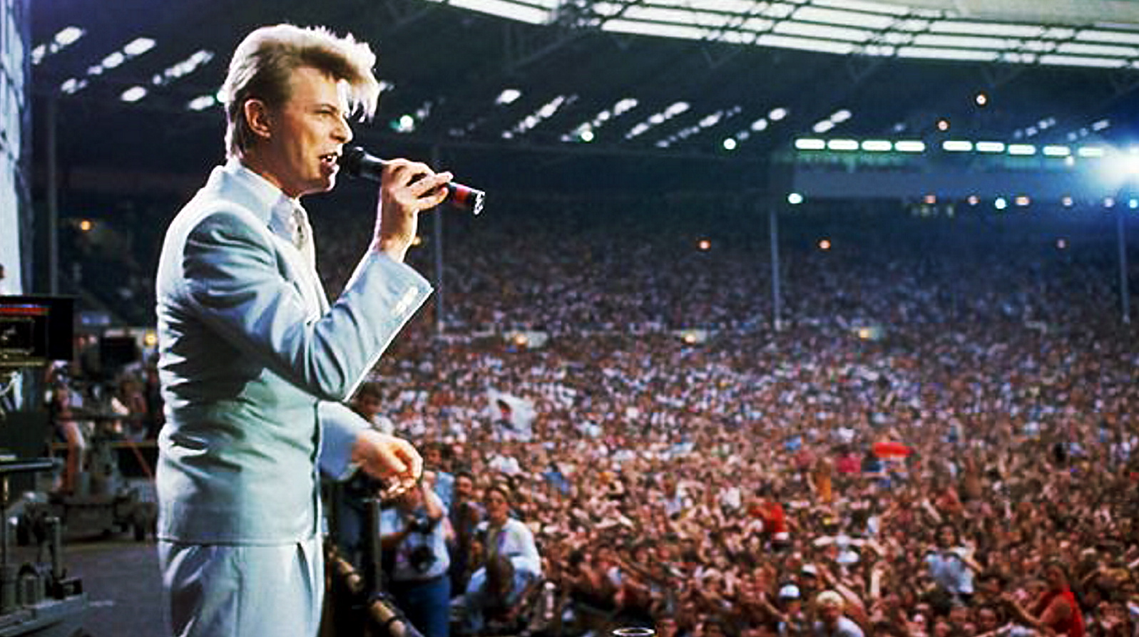 the best performances of all time david bowie live aid. Black Bedroom Furniture Sets. Home Design Ideas