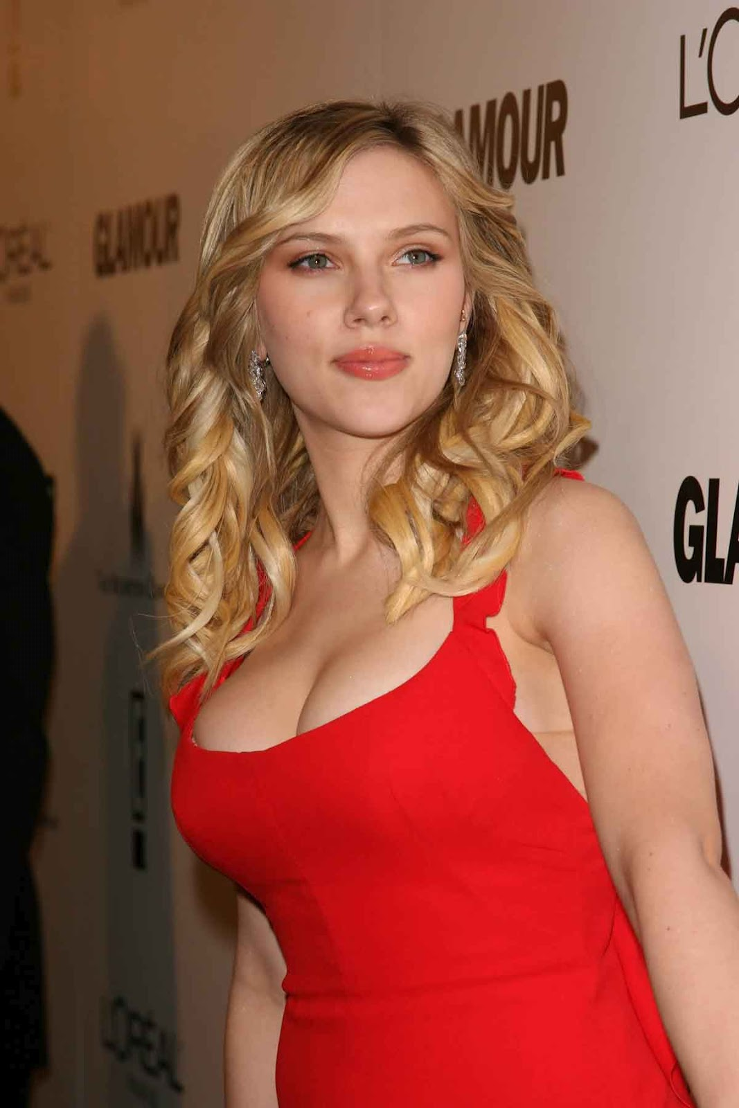 Scarlett Johansson Sexiest Cleavage Show In Red Dress At -3866