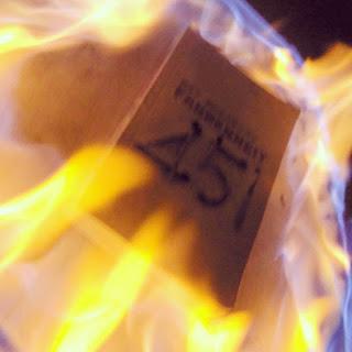 Fahrenheit 451, Ray Bradbury, Korkut Kayalıoğlu, Zerrin Kayalıoğlu, İthaki Yayınları, Roman, Bilim-Kurgu, Edebiyat, Kitap Yorumları,