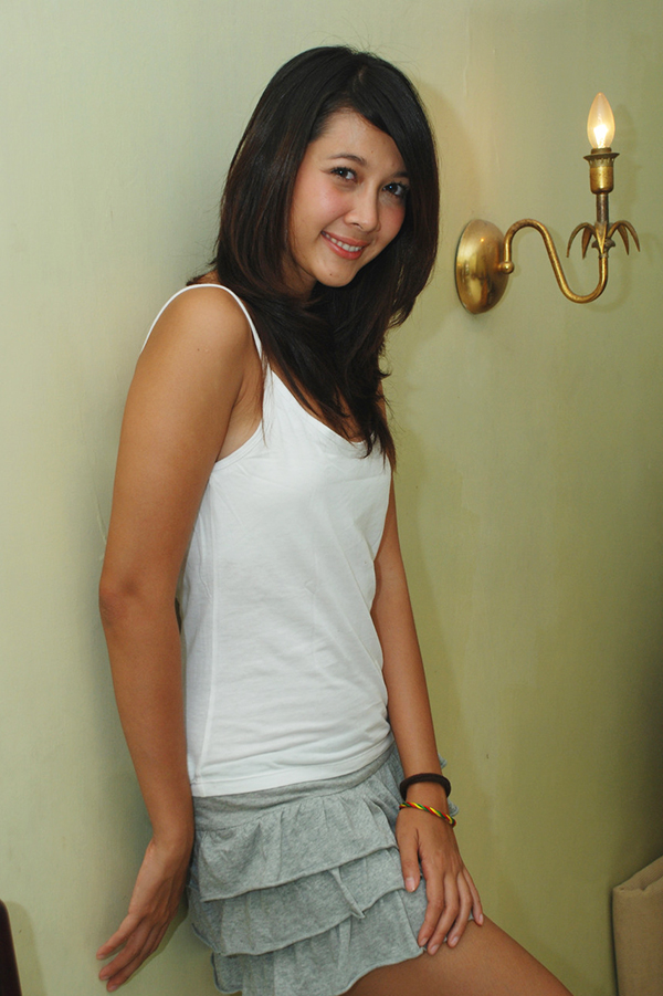 Andrea Dian cewek manis artis seksi senyum indah