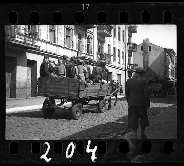 Foto di Henryk Ross, il Ghetto di Lodz nel 1942
