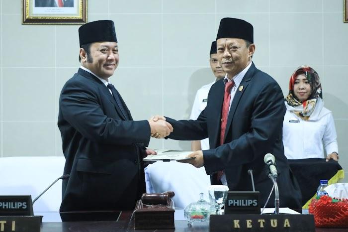 Paripurna Istimewa, DPRD Lampung Selatan Sampaikan Rekomendasi Atas LKPj Bupati TA 2017
