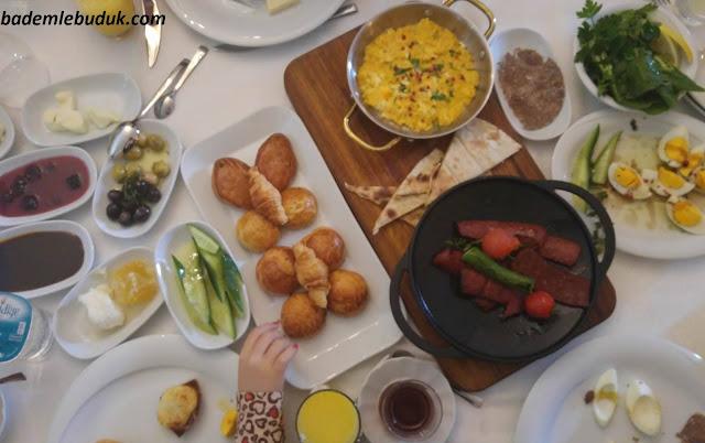 Hidiv Kasrı'nda Geleneksel Kahvaltı