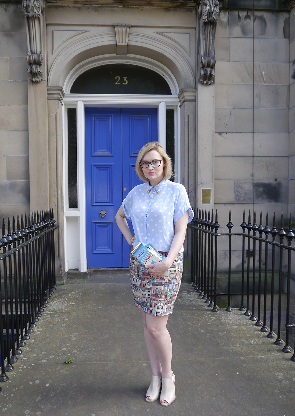 Scottish blogger, Edinburgh blogger, styling for body shape, style lessons, skinnydip novelty bag, edinburgh bloggers outfit of the day, british style finder, Scottish street style, quirky street style, dressing to a theme, food inspired outfit, pale girl style,