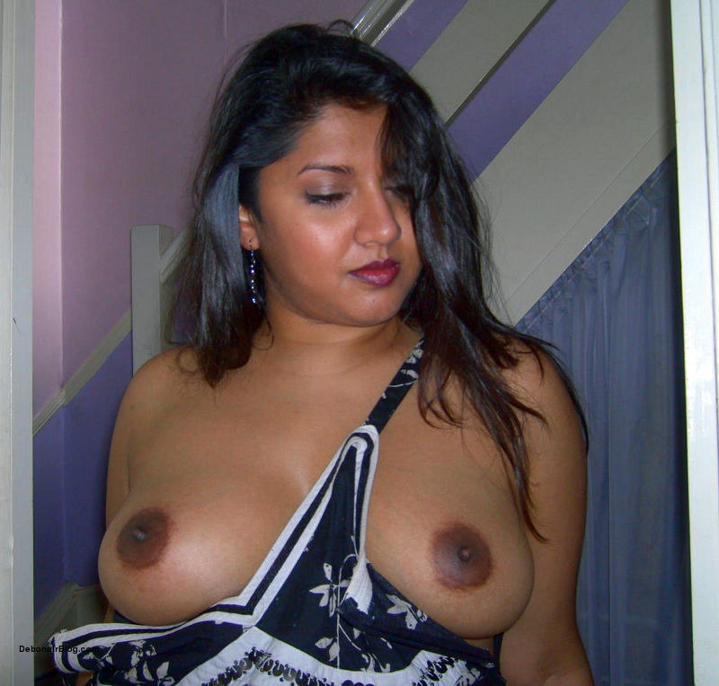 Tamil black beautiful aunty boobs show off her nude