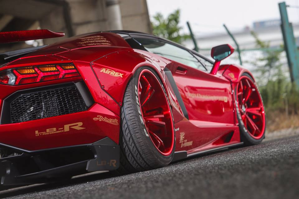 liberty walk lamborghini aventador roadster sees red everywhere. Black Bedroom Furniture Sets. Home Design Ideas