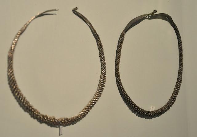 Srebrne grzywny pochodząca ze skarbu wczesnośredniowiecznego z Lisówka