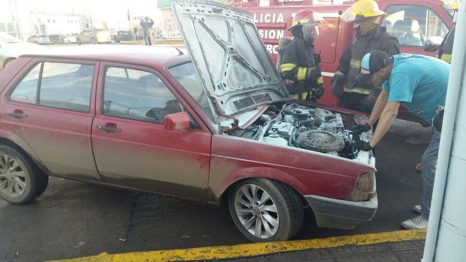 Vehiculo incendiado en el centro