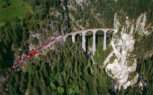 Top List of Best 5 Most Amazing Railway Track Of The World