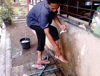 tata cara wudhu pemula membasuh kaki