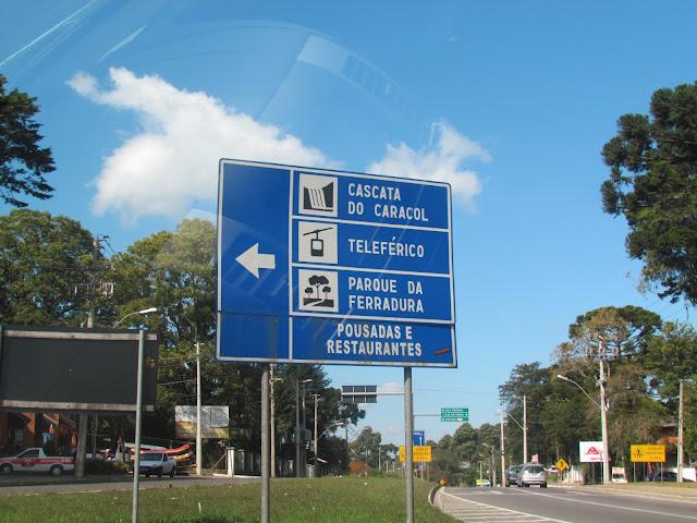 Placa indicando caminho para Caracol em Canela/RS