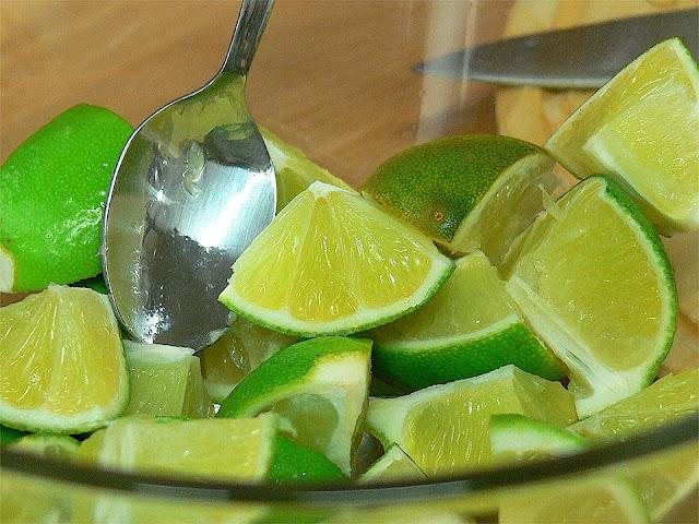 Mézcla 1 limón con 1 cucharada de lubrificante de aceituna. Nos lo agradecerás.