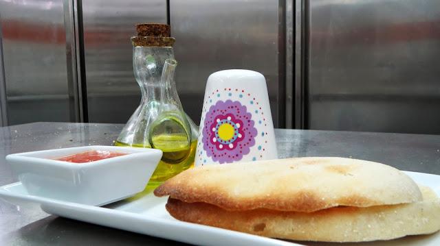 La Casita de Carlota - Desayuno Mollete de Antequera tostado con aceite y tomate