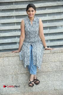 Telugu Television Actress Karuna Latest Pos In Denium Jeans  0113.JPG