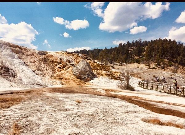 Wir sind zu Fuß ein Plateau im Yellowstones hochgelaufen
