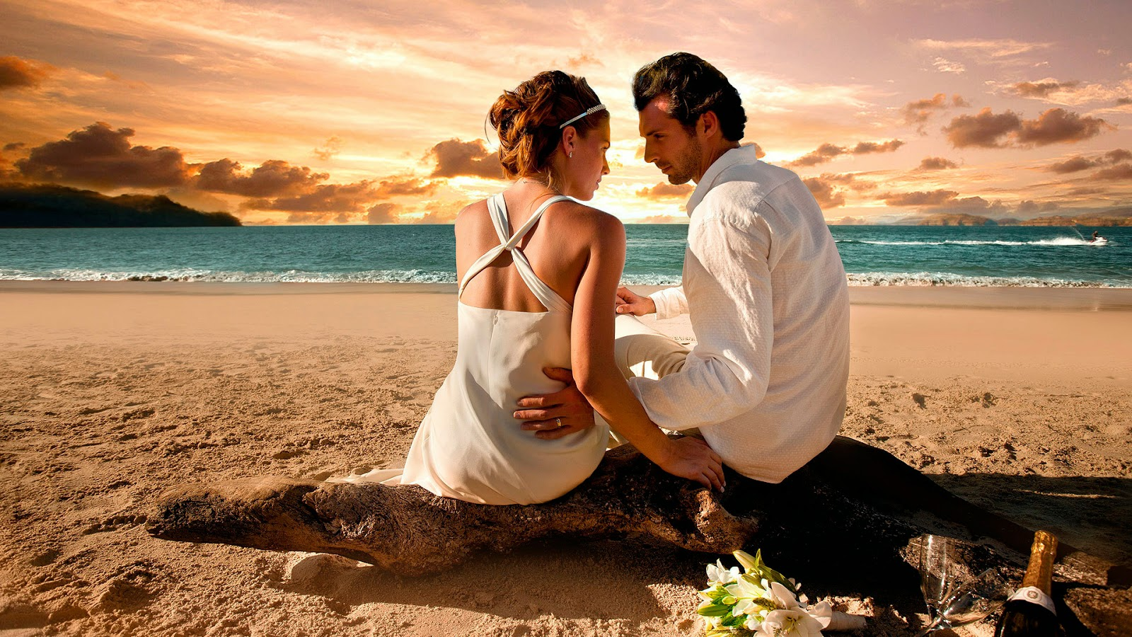 romantic couple images love  at beach