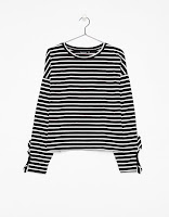 https://www.bershka.com/be/woman/black-friday/clothing-black-friday/t-shirt-with-ruffled-sleeves-c1010240163p101228504.html?langId=-1&colorId=810