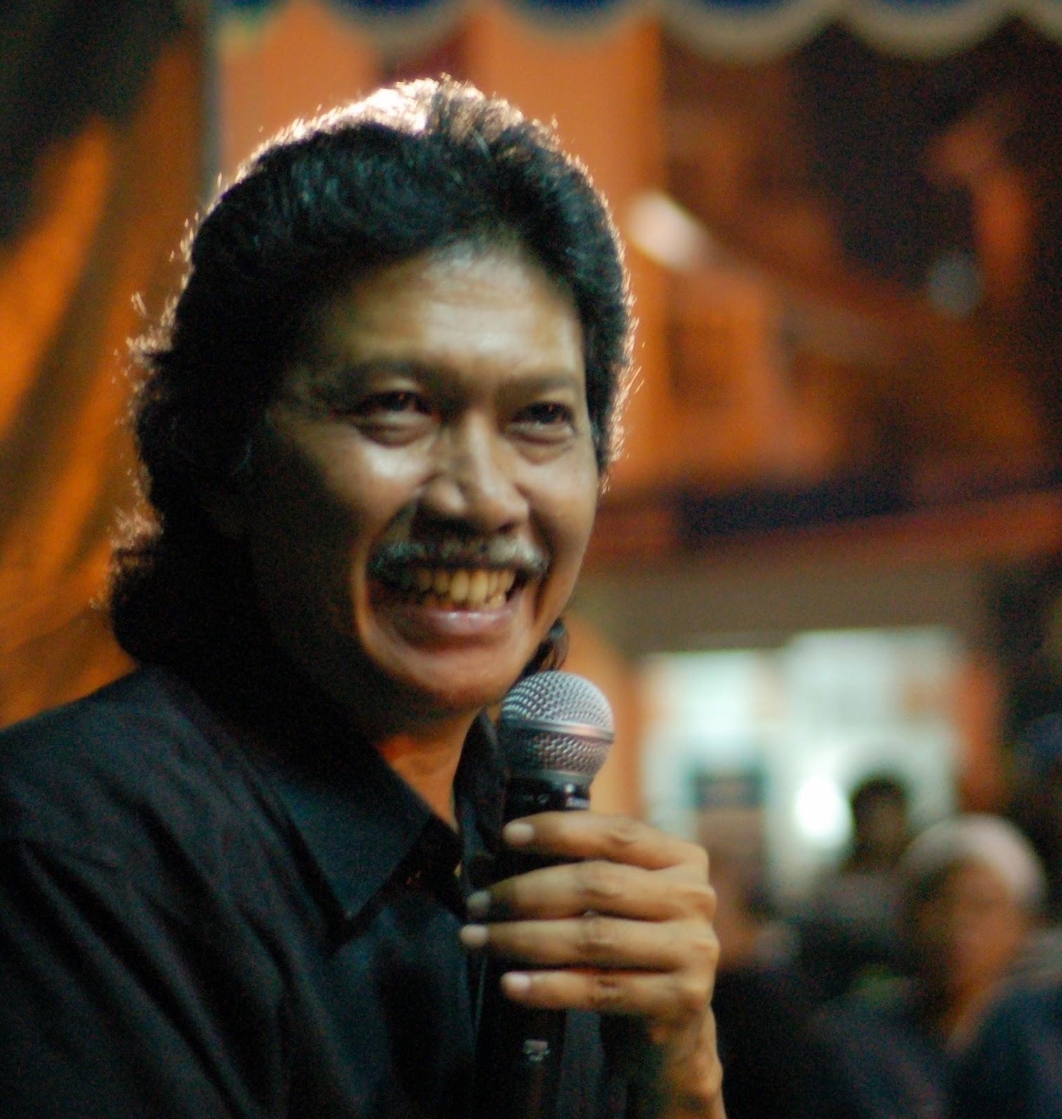 Kumpulan Puisi Emha Ainun Nadjib MJ Brigaseli