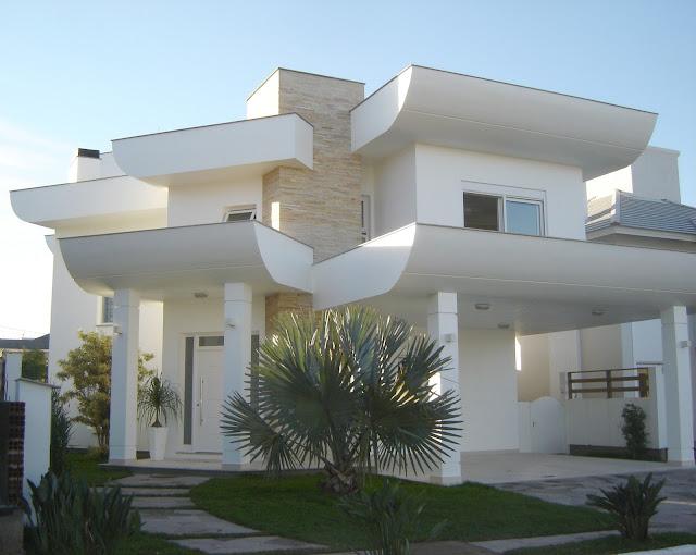 pedras de jardim branca : pedras de jardim branca: Casa Clean: Jardins Externos!!! Fachadas com plantas, gramas e pedras