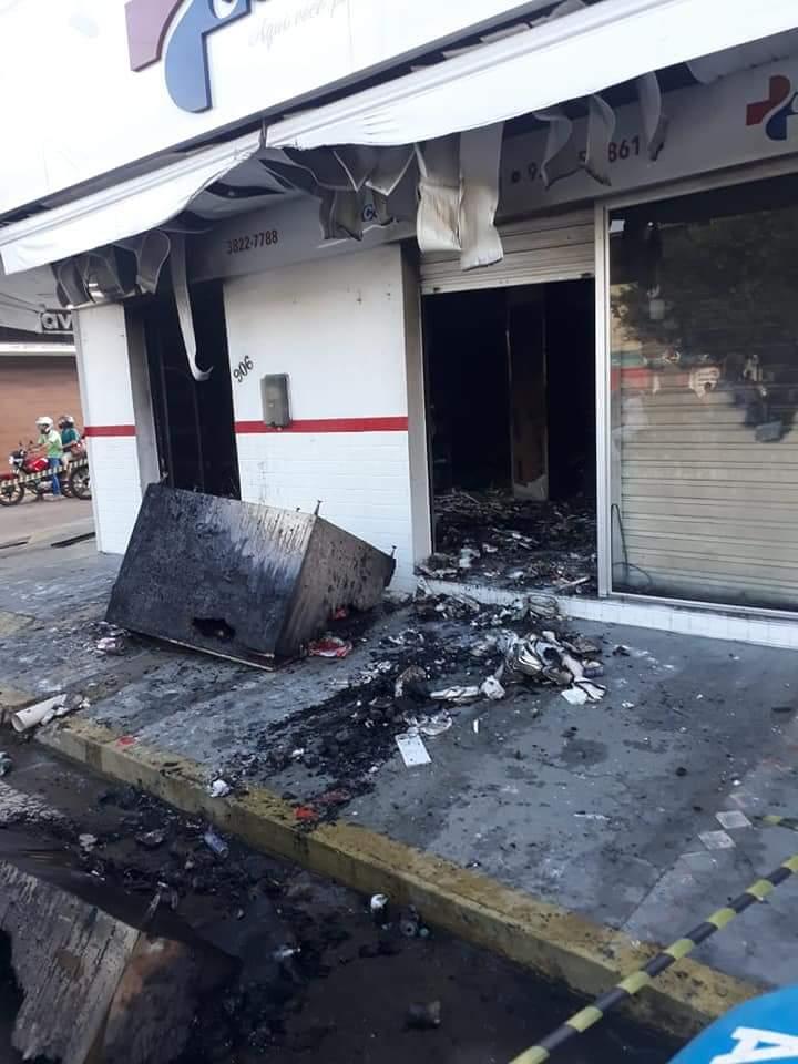 Prejuízo com roubo e detruição da farmácia em Itaperuna passa dos R ... 45a09fee39d47